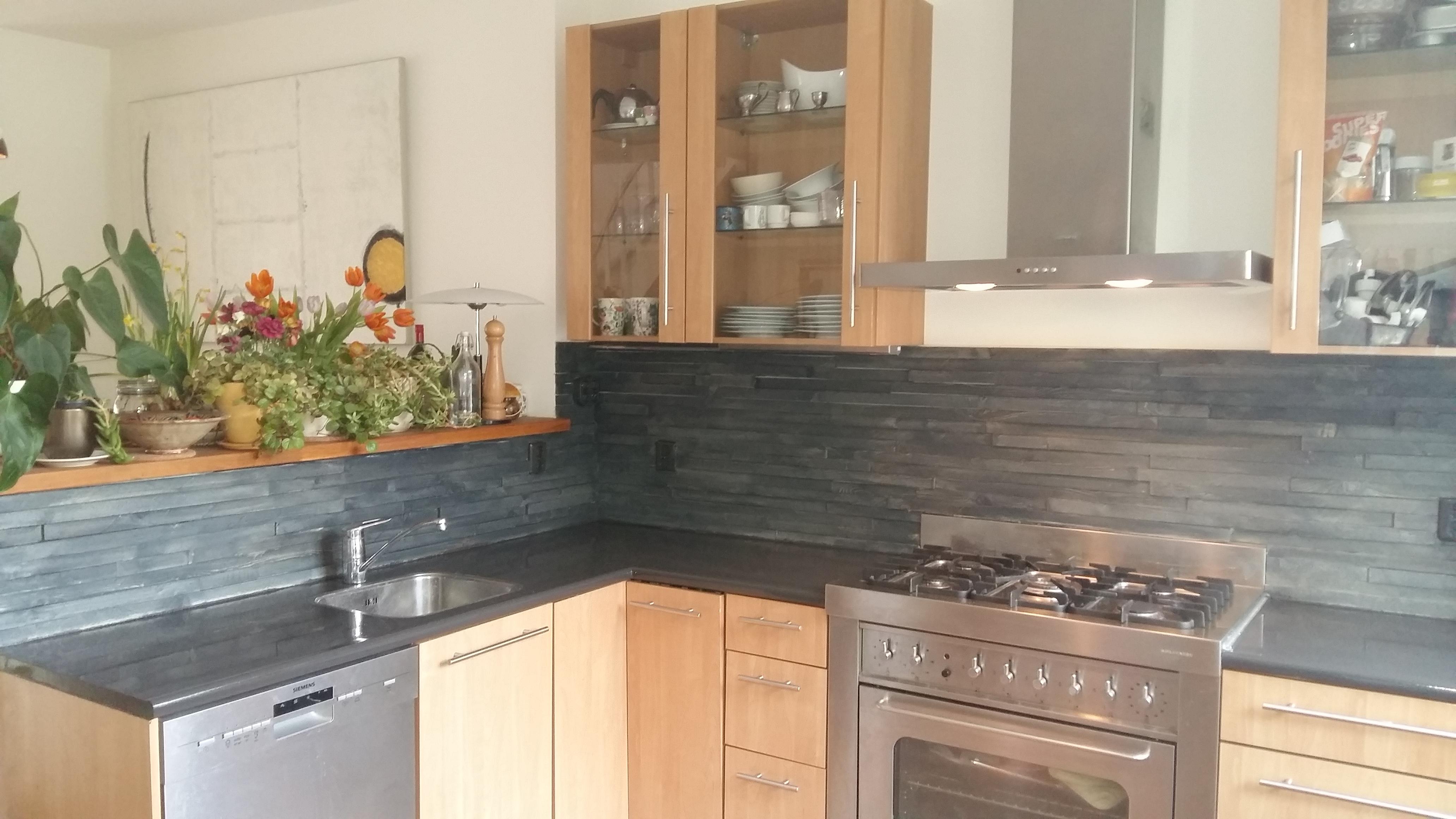 Keuken Met Boekenkast : Boekenkast en facelift keuken