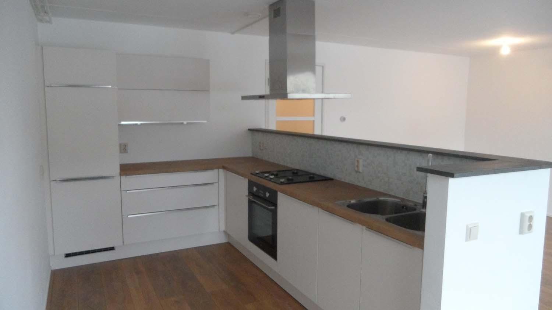 kleine facelift gegeven met nieuwe keuken en toilet, badkamermeubel ...
